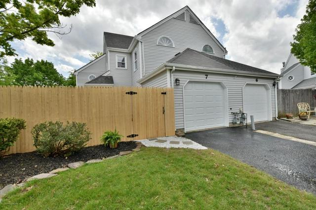 7 Lowell Ct, Freehold, NJ 07728