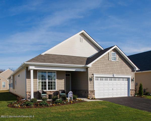 9 Eagle Ridge Cir, Lakewood, NJ 08701