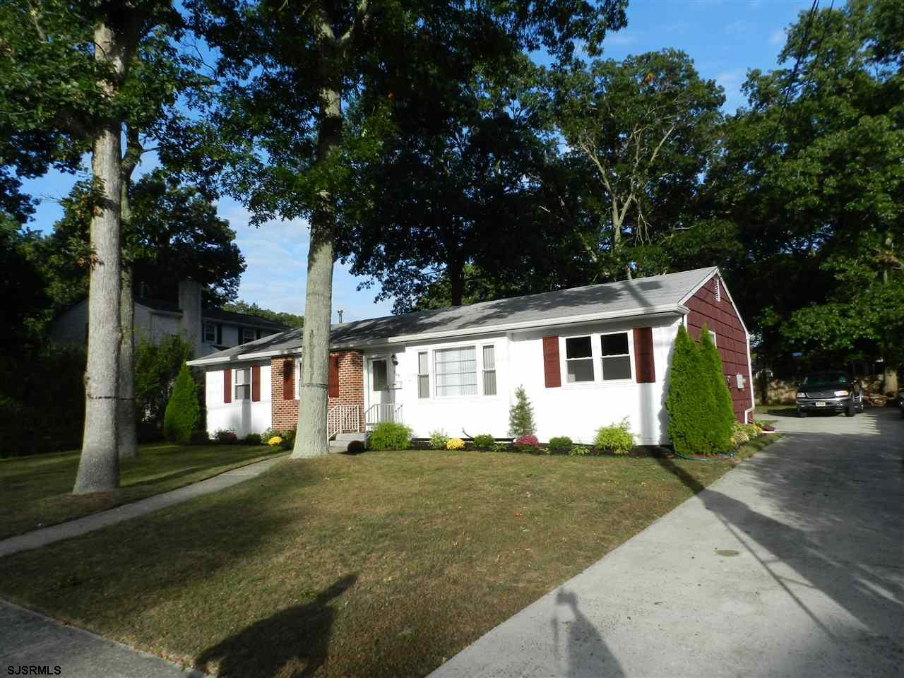 205 Woodcrest Ave, Absecon, NJ
