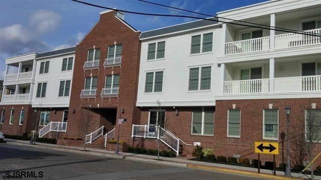 23 S Washington Ave #2D, Margate City, NJ 08402