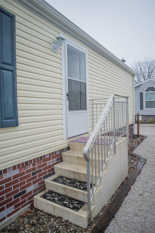 15 W Redwood Avenue, Pleasantville, NJ 08232