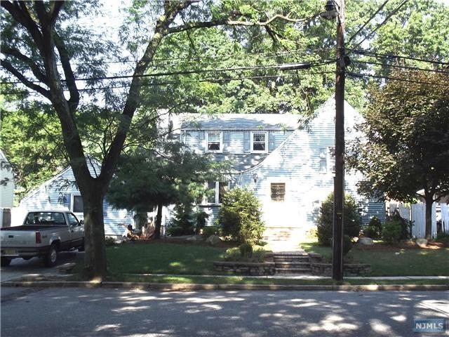 36 N Stoughton St, Bergenfield NJ 07621
