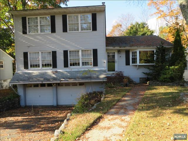 69 Minnehaha Blvd, Oakland, NJ 07436