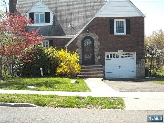 158 Cranford Pl, Teaneck, NJ 07666