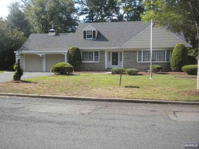 566 Highland Ave, Ridgewood, NJ