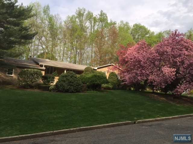 2 Stag Hill Rd, Montvale, NJ