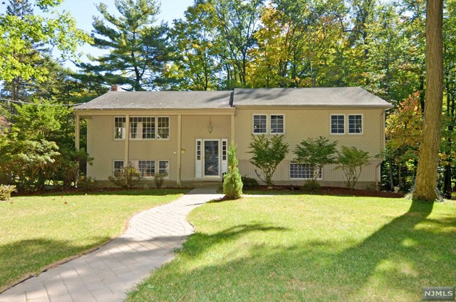 521 Avon Ct, Westwood, NJ
