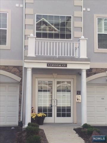 5 Crystal Ct, Paterson, NJ