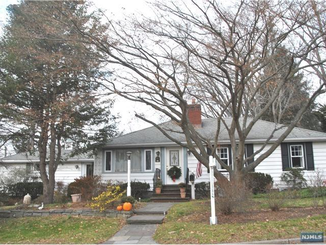 15 Demarest Ave, Closter, NJ 07624