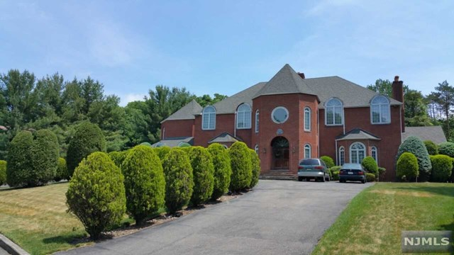 732 High Woods Dr, Franklin Lakes, NJ