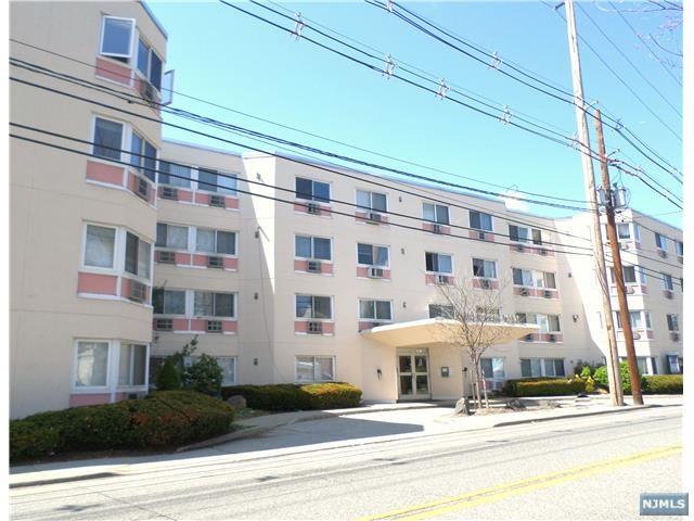 333 Grand Ave #2R, Palisades Park, NJ 07650