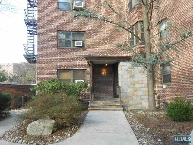 411 Park Pl #1G, Fort Lee, NJ 07024