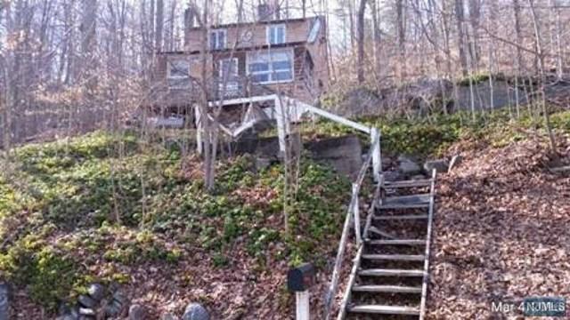 68 Terrace Rd, West Milford NJ 07480