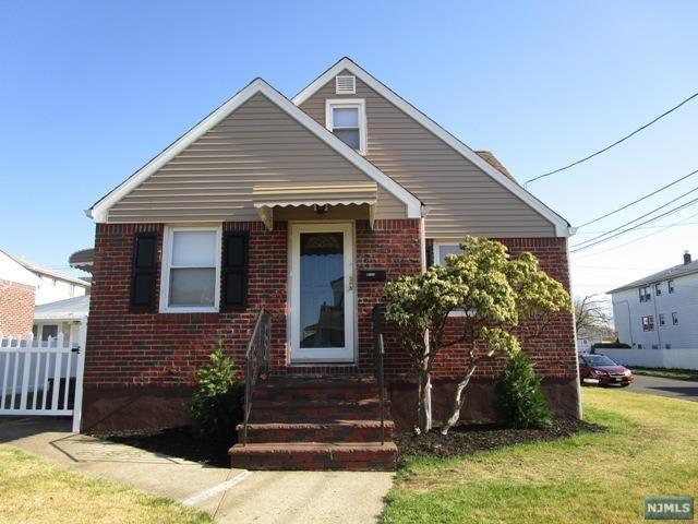 84 Lee St, Elmwood Park NJ 07407