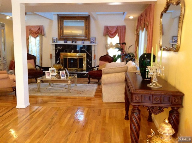 93 Platt Avenue, Saddle Brook, NJ 07663