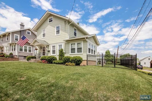33 Michigan Ave, Hasbrouck Heights NJ 07604