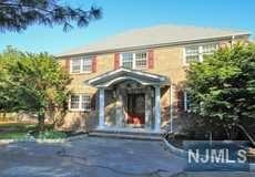 276 Oldwoods Rd, Franklin Lakes, NJ