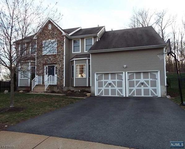 815 White Oak Ct, Lake Hopatcong, NJ 07849