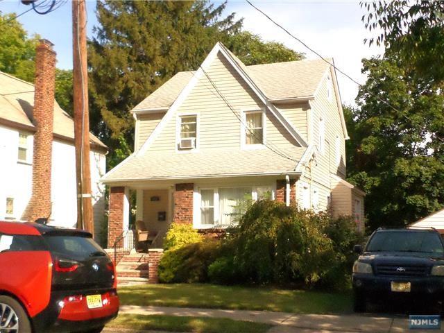 983 Grace Ter, Teaneck, NJ 07666