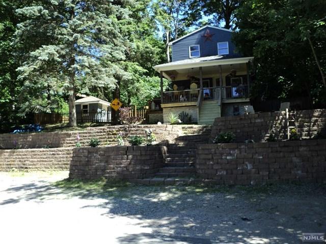 136 Point Breeze Dr, Hewitt, NJ 07421