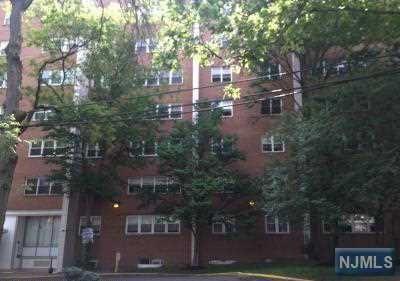39 E 39th St #8M, Paterson, NJ 07514