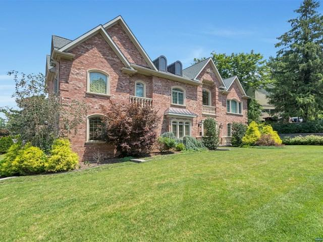 32 Alpine Dr, Closter, NJ 07624