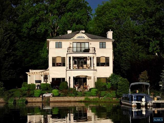 1058 Pines Lake Dr, Wayne, NJ 07470