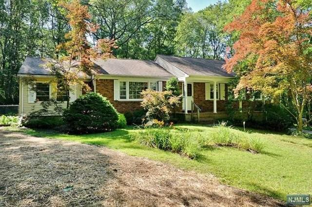 6 Crest Lake Dr, Oak Ridge, NJ 07438