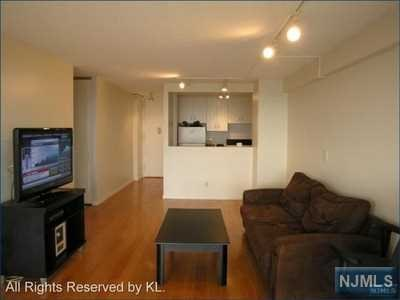 555 North Avenue #25W, Fort Lee, NJ 07024