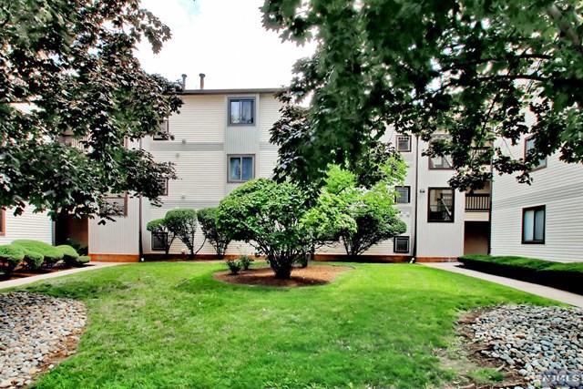 14 Green Valley Ct, Secaucus, NJ 07094