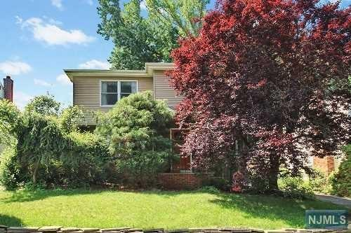 40 N Glenwood Dr, Bergenfield, NJ 07621
