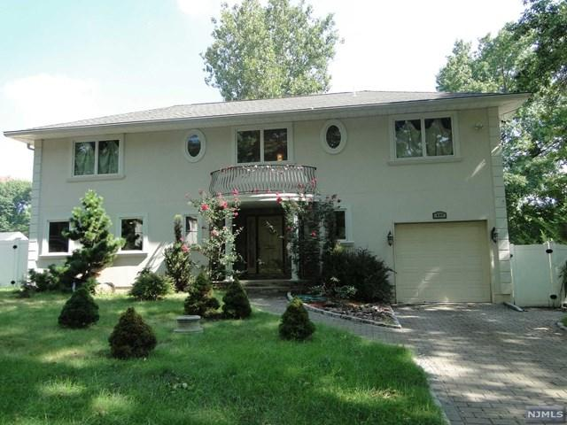 237 Concord Dr, Paramus, NJ 07652