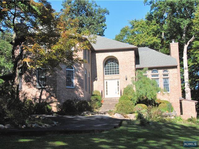 823 Pond Brook Rd, Franklin Lakes, NJ 07417