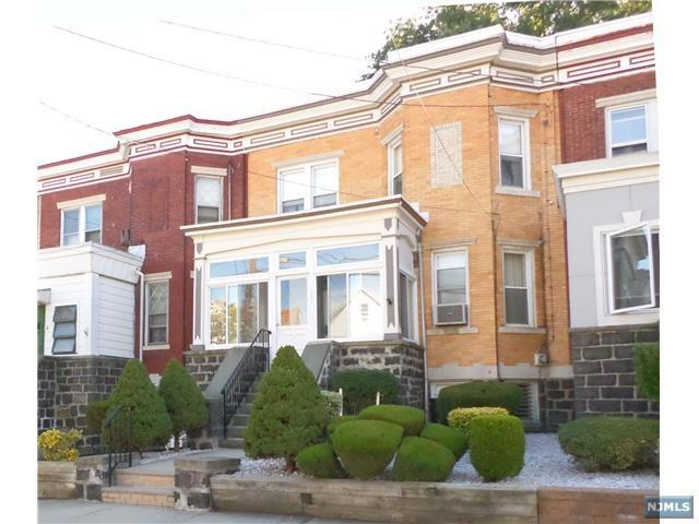 696 Grove Ave, Cliffside Park, NJ 07010