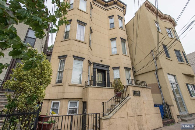 1097 Summit Avenue, Jersey City, NJ 07307