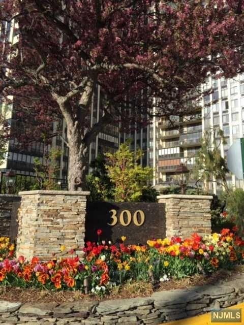 300 Winston Drive #1015, Cliffside Park, NJ 07010
