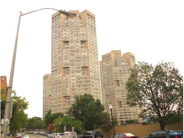 7004 Boulevard E #6M, Guttenberg, NJ 07093