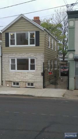 7 Calumet St, Newark, NJ 07105