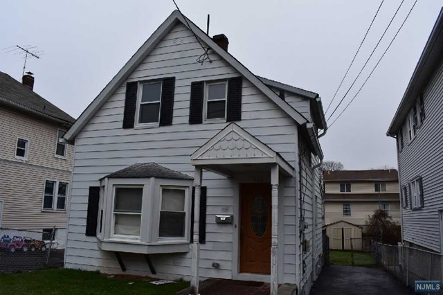 352 4th St, Lyndhurst, NJ 07071