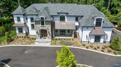 7 Shadow Rd, Upper Saddle River, NJ 07458