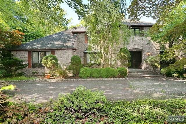 731 Oak Ln, Franklin Lakes, NJ 07417