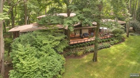 6 Bayberry DrSaddle River, NJ 07458