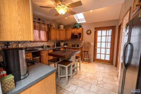 null bed null bath at 8 Carlyle Ct Carlstadt, NJ, 07072 is for sale