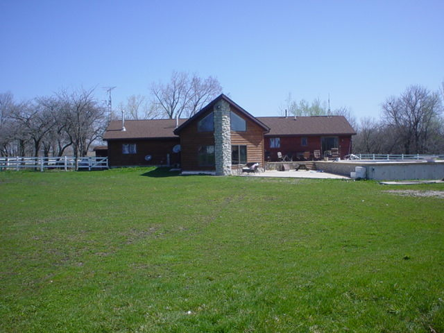 608 Ogee Rd, Earlville, IL
