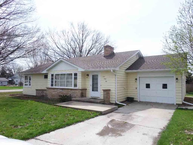 365 E North St, Leland, IL