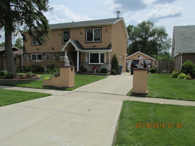 7055 Stanford Dr, Bridgeview, IL