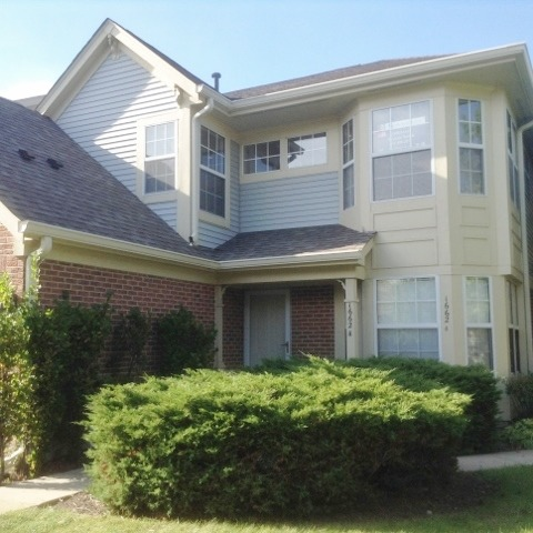 1662 Penn Ct #APT b, Crystal Lake, IL