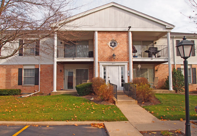 977 Golf Course Rd #APT 1, Crystal Lake, IL