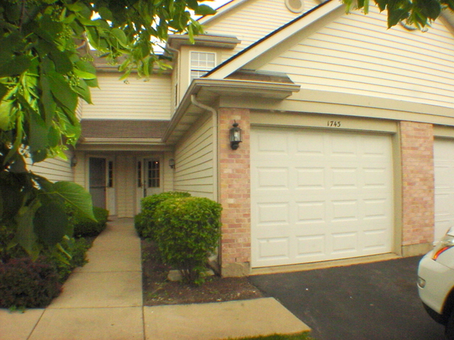 1743 Nature Ct, Schaumburg, IL