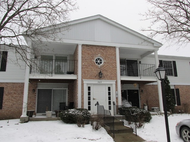 983 Golf Course Rd #APT 7, Crystal Lake, IL